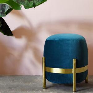 pouf bleu classic blue laiton pantone 2020