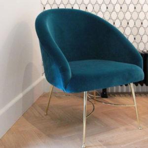sarah lavoine maison bleu classic blue pantone 2020 laiton velour marseille decoration salon maison design